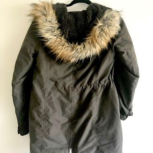 Military green jacket with faux fur hood (s)